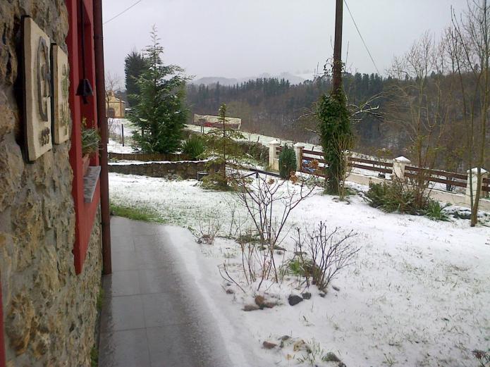 casa rural en invierno