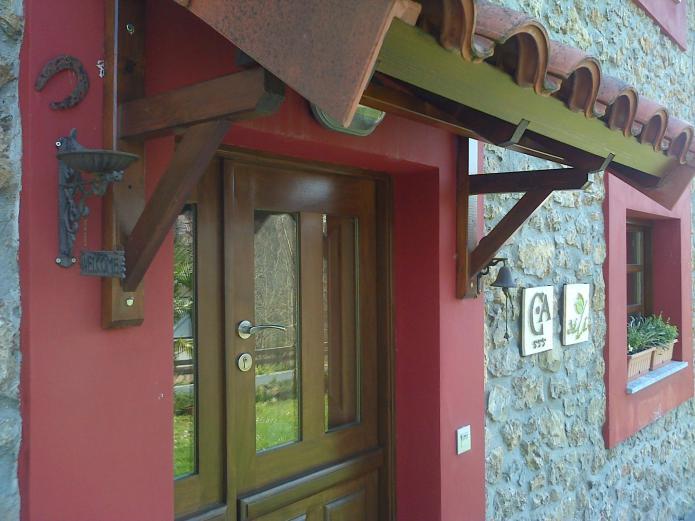 casa de aldea con porche