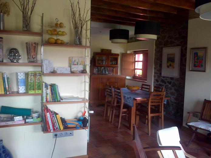 casa rural con biblioteca