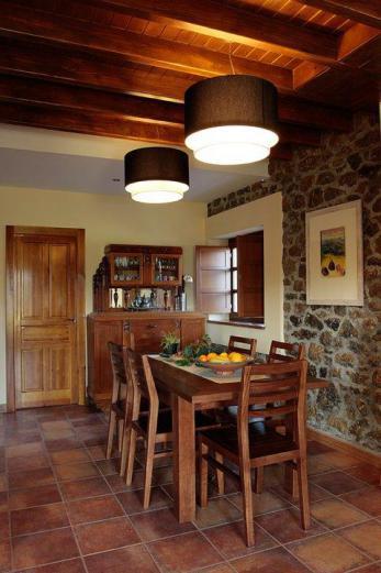 casa de aldea con comedor