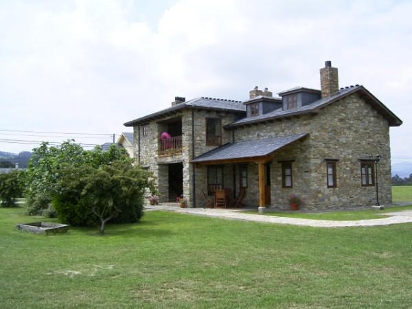 casa rural con terraza cubierta