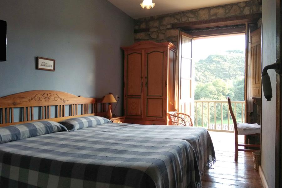 casa rural con balcon asturias