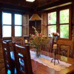 casa rural de sala de jantar de madeira