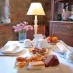 Hütte mit Frühstück